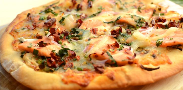 ibi_laab_salmon_pizza_750x420-2